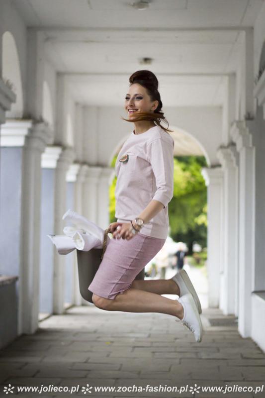 http://www.zocha-fashion.pl/2015/09/ramoneska-oowkowa-spodnica-pudrowy-roz.html