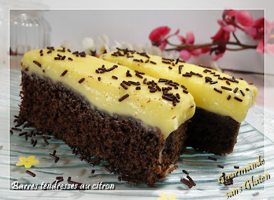 http://gourmandesansgluten.blogspot.fr/2013/10/barres-tendresses-chocolat-citron.html