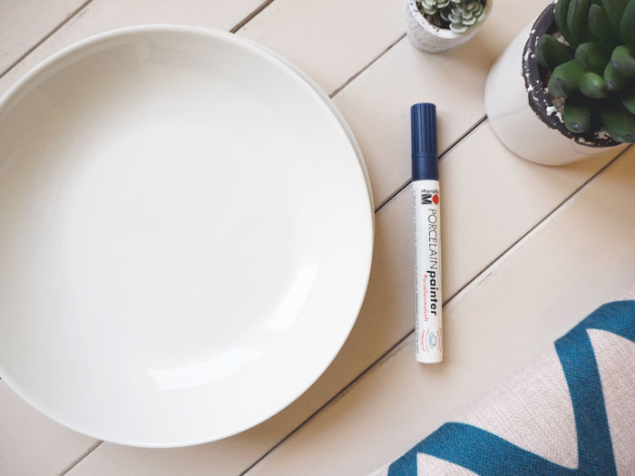You can get the porcelain painter marker in many colours I chose indigo and the 1-2 mm nip size. These pens are perfect for precision painting and let you ... & DIY   Handpainted Ceramic Plates Tutorial - Made Up Style