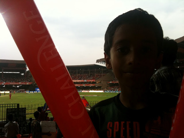 free balloons with IPL match at Chinnaswamy stadium