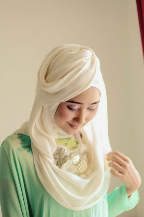 Cara Memakai Jilbab Ala Dian Pelangi