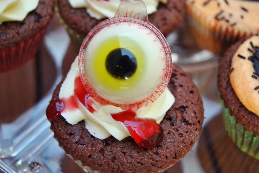 halloween spooky eye cupcakes
