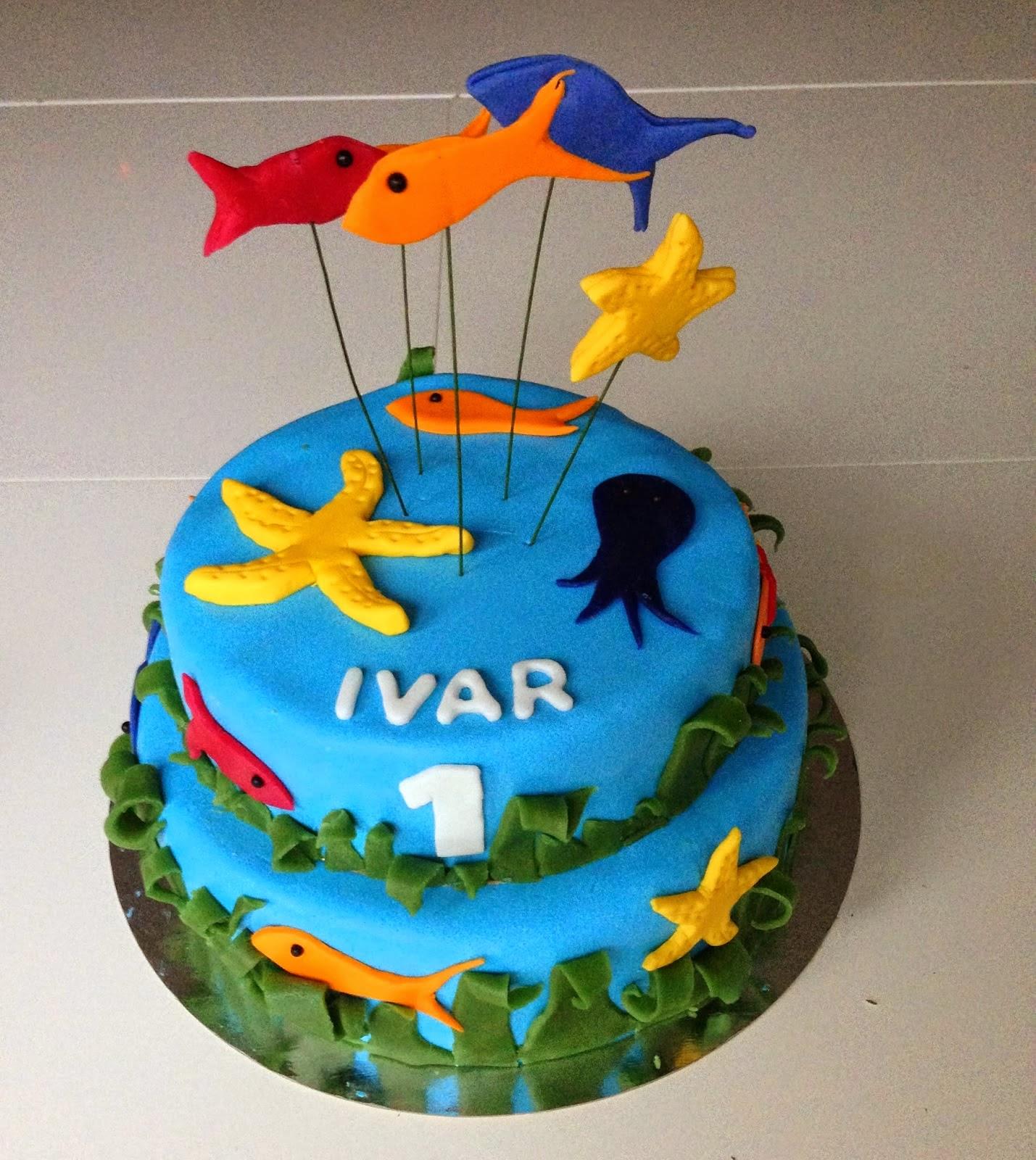 Tårta med havstema , fiskar och sjöstjärnor