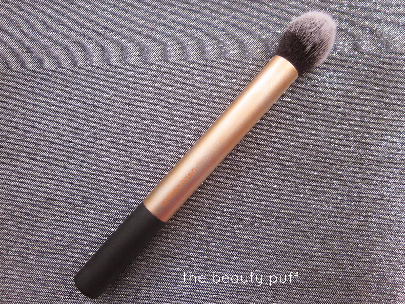 real techniques contour brush - the beauty puff