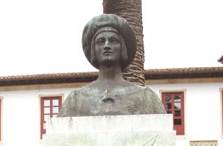 Villavicosa, estatua de Carlos I