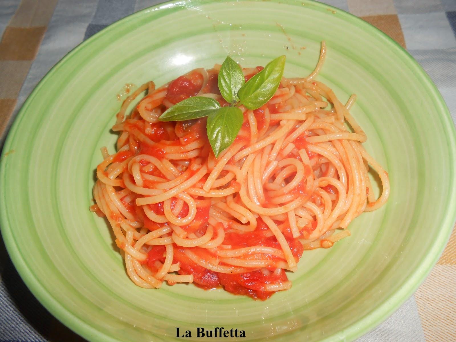 spaghetti con il pomodoro fresco