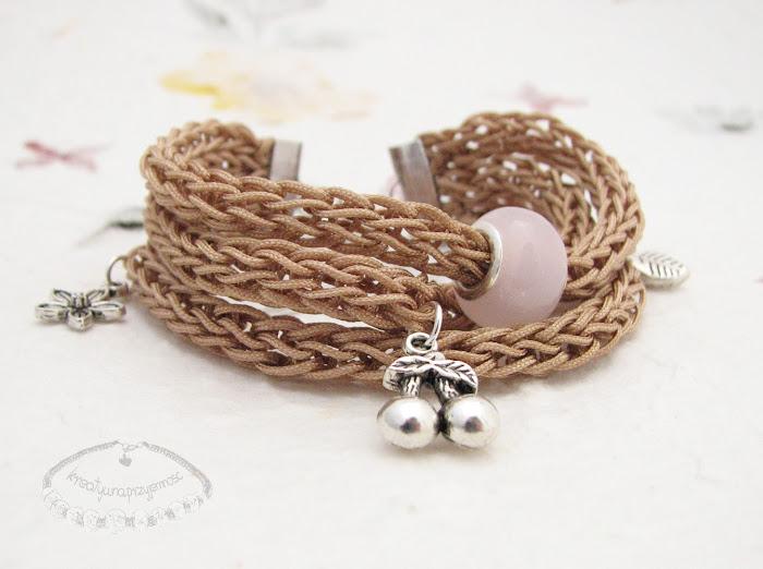 Bransoletki wyplecione z nylonowego połyskliwego sznurka 2