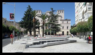 Plaza de Minayo con los cedros