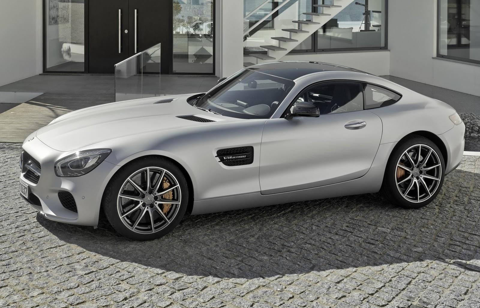 Super cars aston martin vantage gt12 vs mercedes benz amg for Mercedes benz amg gt price