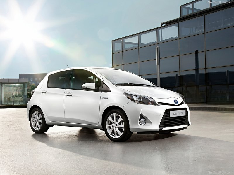 2013 toyota yaris hybrid review interior price. Black Bedroom Furniture Sets. Home Design Ideas