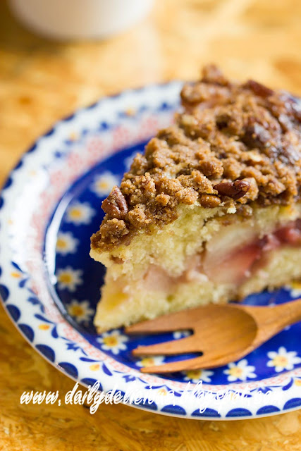 dailydelicious thai: Apple and strawberry Crumb Cake: Comforting time