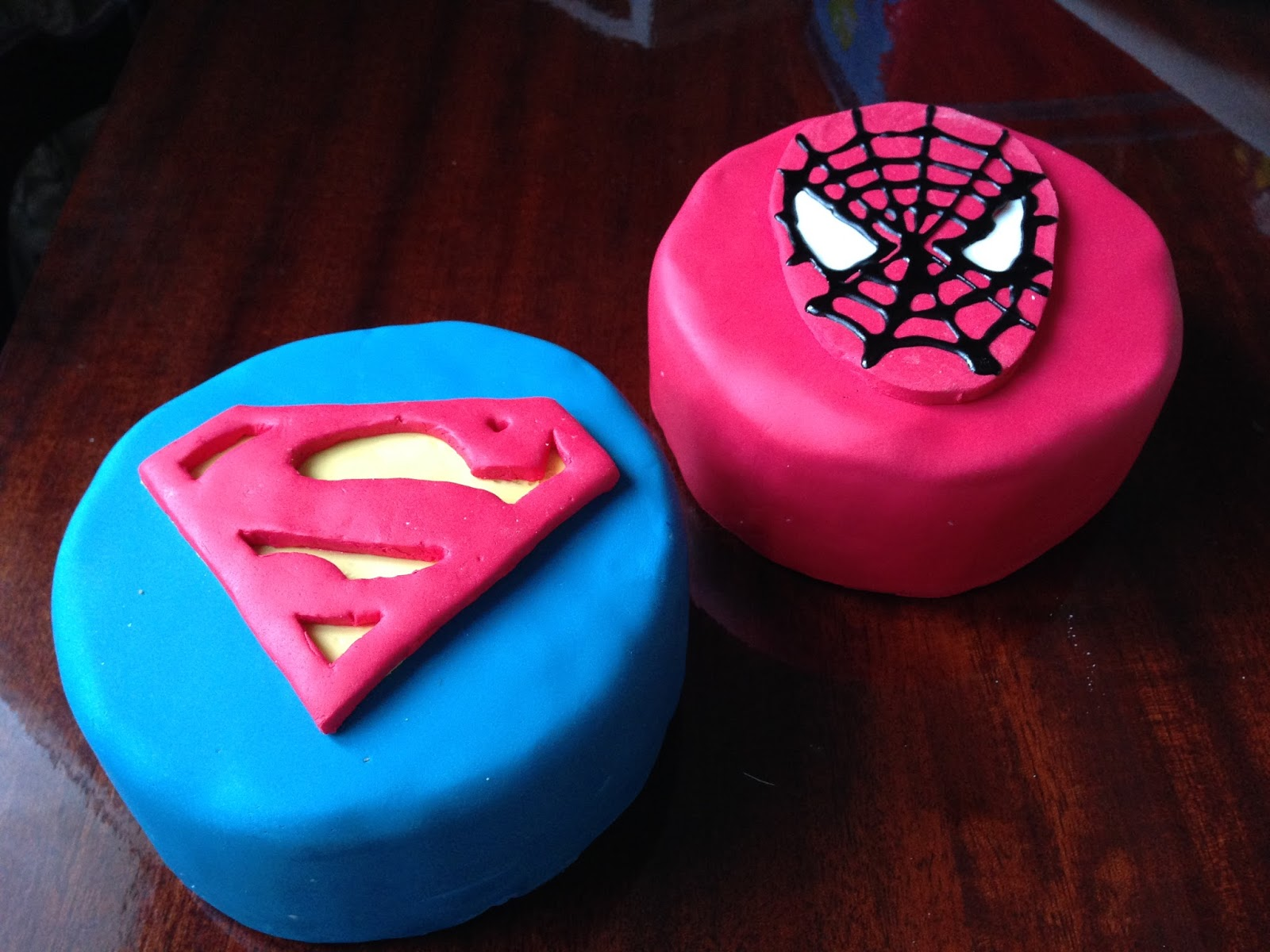 Tarta fondant Spiderman Superman