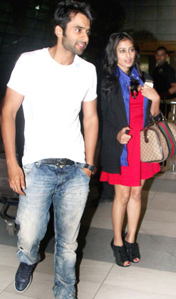 Jackky Bhagnani and Nidhi spotted at Airport
