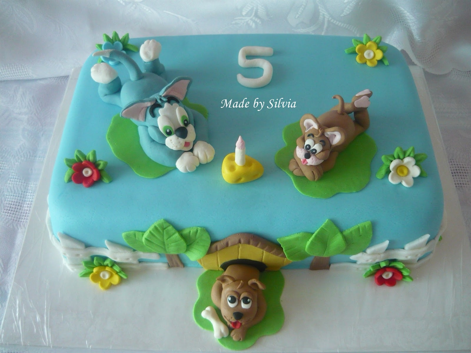 Tom And Jerry Cocktail Cake