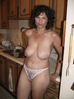 hot mature - rs-GNB54_1604495864-745697.jpg