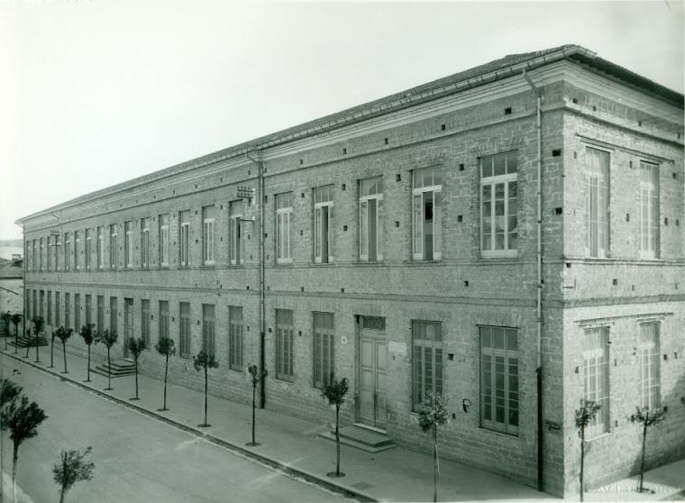 Edificio scolastico Colonnette via Torre della Catena