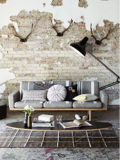 grunge walls, rough interior design