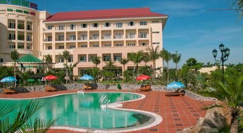 Hồ bơi khách sạn