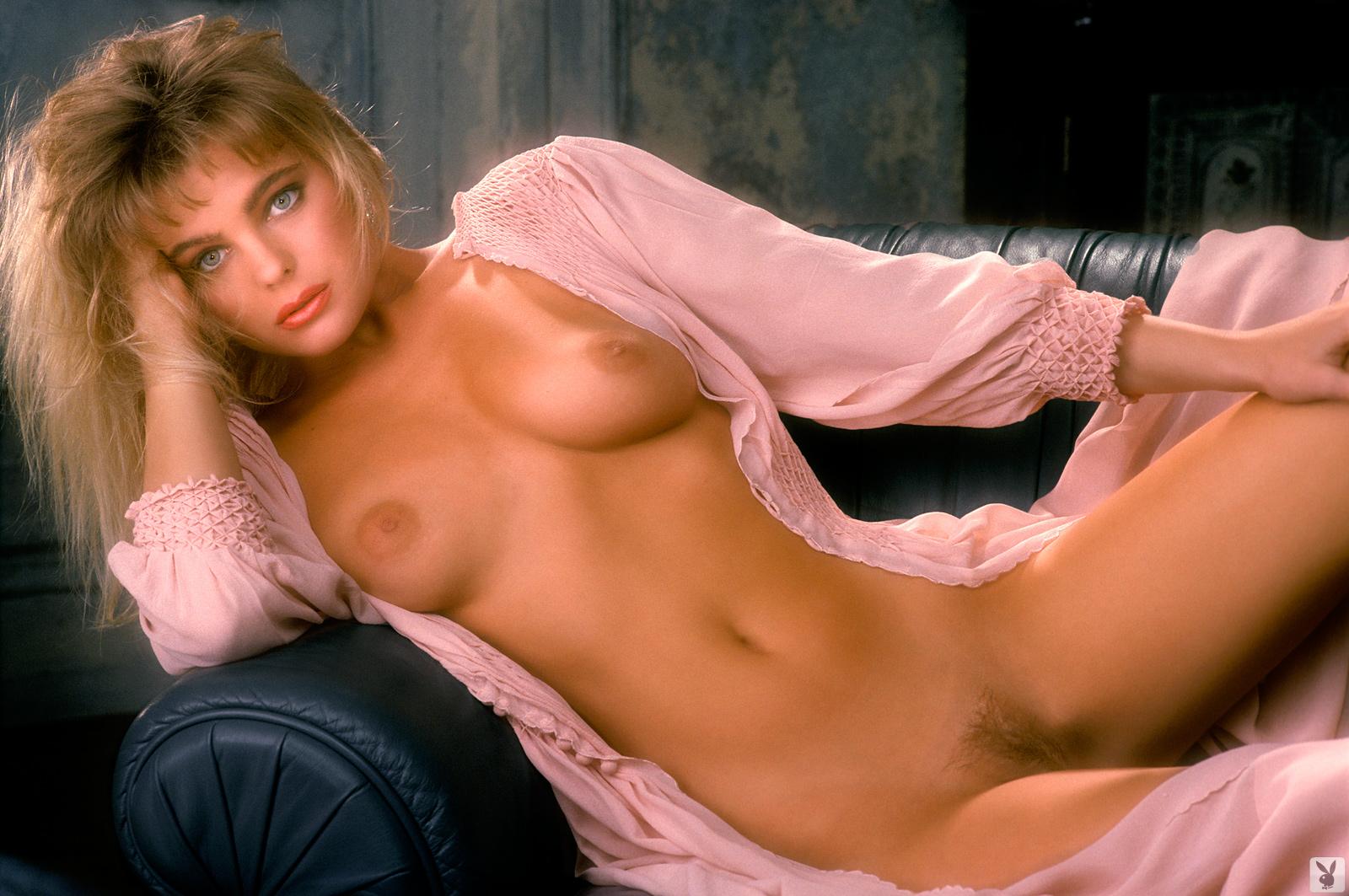Erica Eliniak Nude