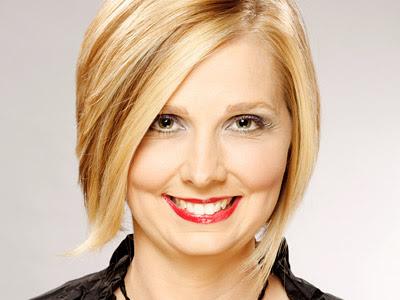 http://1.bp.blogspot.com/-ggKZd5GoA08/Tg4Apz1xN9I/AAAAAAAAAP4/W7nXm5Mi1sM/s400/hairstyles-women-office.jpg
