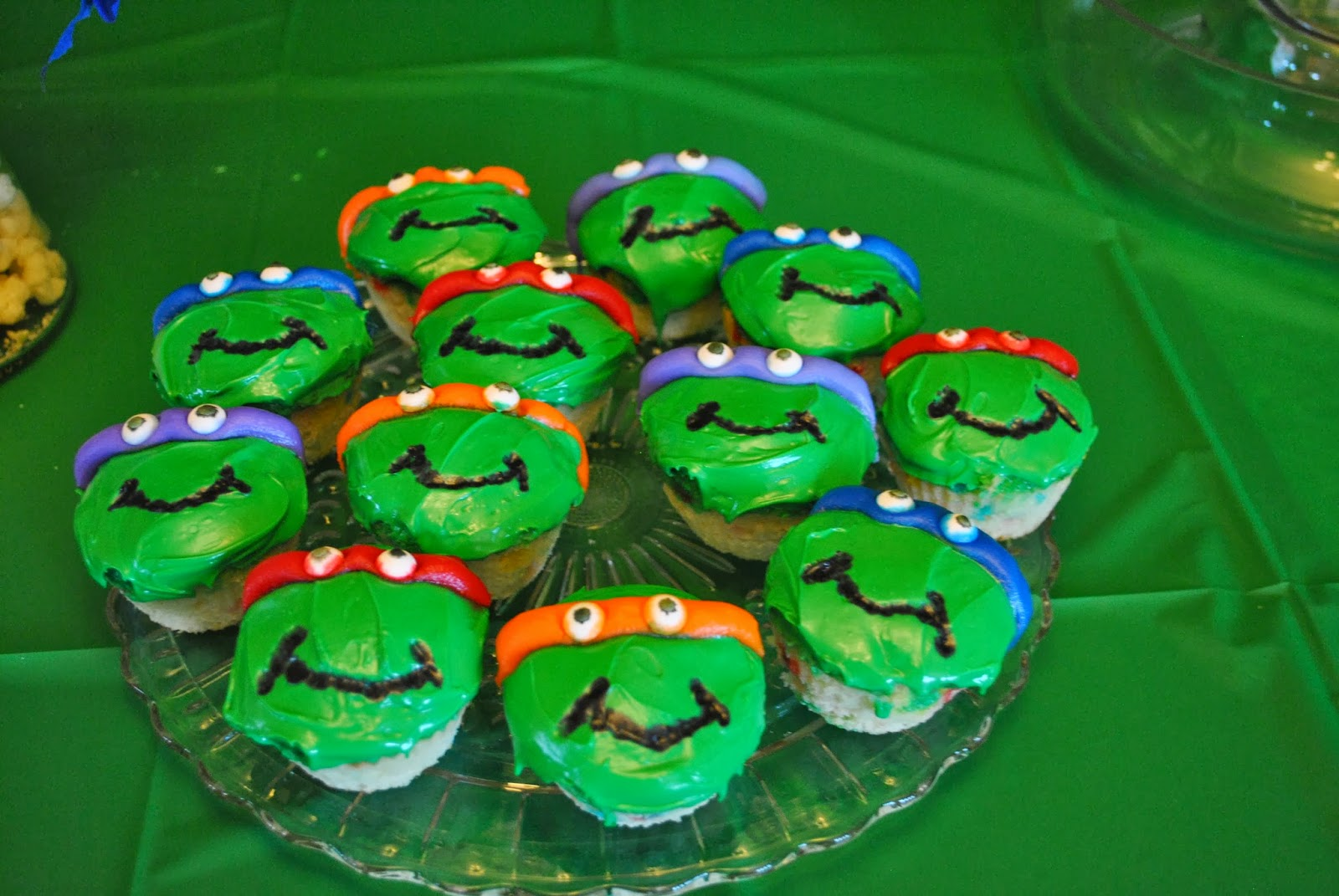 how to make a ninja turtle cake out of cupcakes