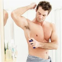 Menggunakan Deodoran