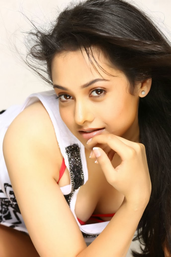 Heroine Natalie hot without clothes sexy Photos Wallpapers
