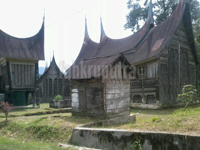 Rumah Gadang dan Rangkiang 2