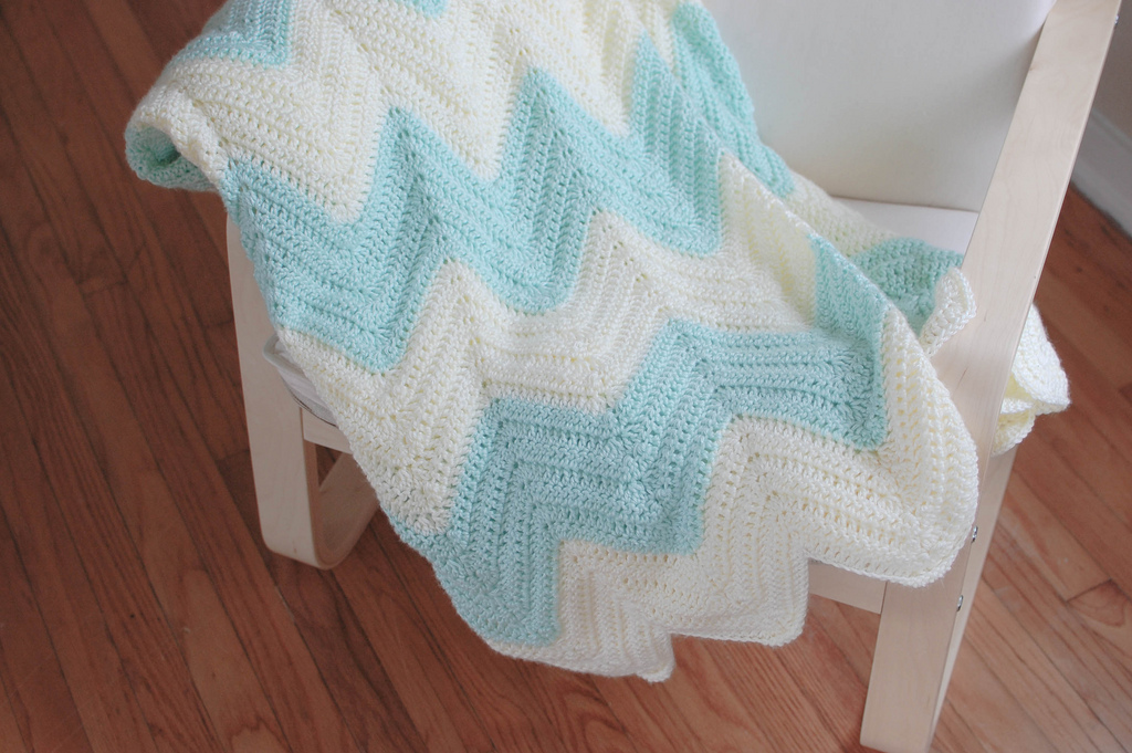 Crochet Patterns Zig Zag Blanket : made this custom queen sized mint and cream blanket for Devon, and i ...