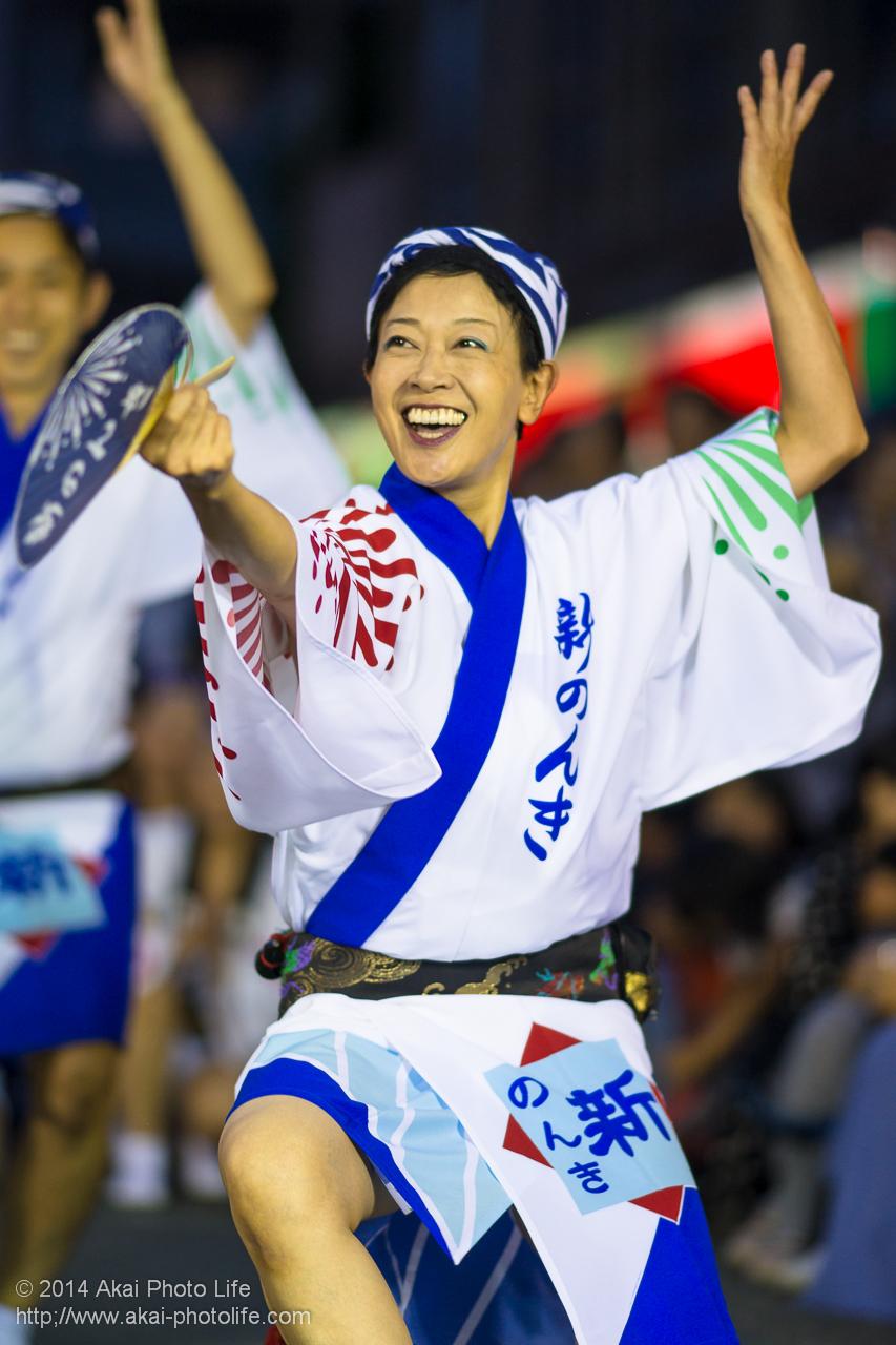 丸の内朝大学連の助っ人、東京新のんき連 女性の団扇踊り