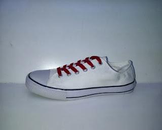 sepatu converse clasic low putih,sepatu casual,sepatu sekolah,sepatukerja,sepatu santai