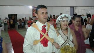 Vestidos de Maria Bonita e Lampião casal se casa em Nova Floresta