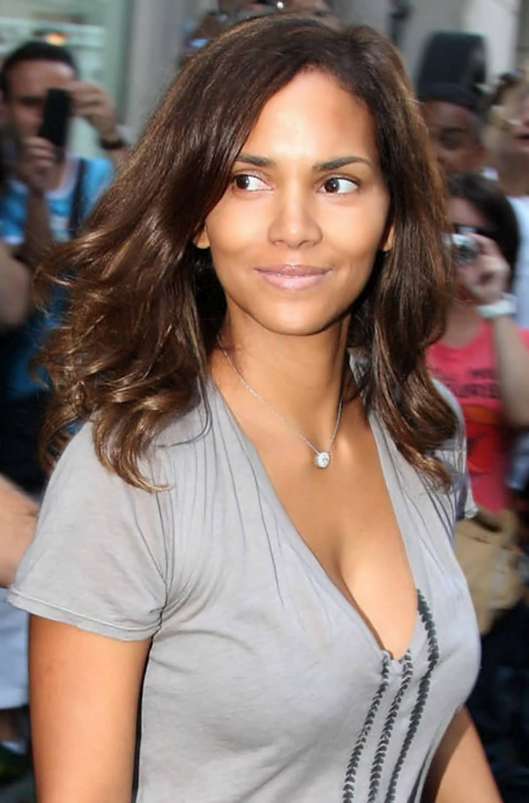 a new life hartz halle berry different hairstyles 2012