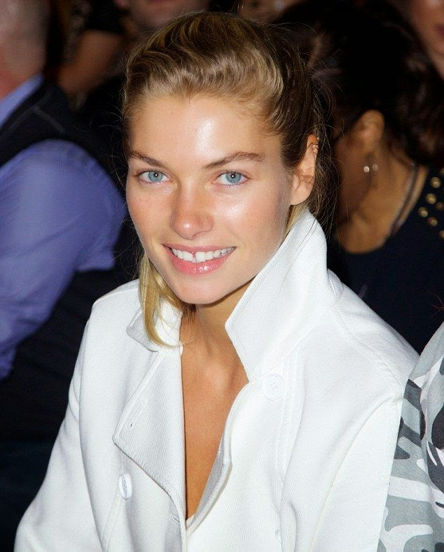 She's really don't wear makeup that much, unless she have to go somewhere. Even so, Jessica Hart doesn't shy away in a natural beauty as she arrives the New York Fashion Week on Thursday, September 11, 2014.