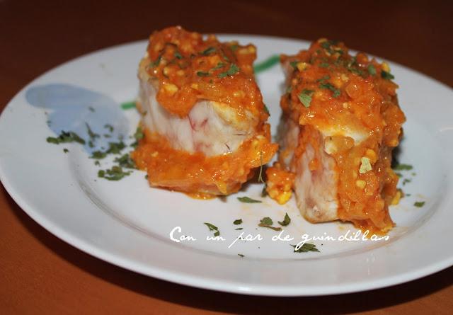 Mero al horno con salsa de almendras y azafrán