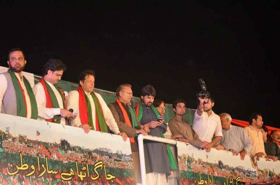 imran khan, pti girls, azadi march, azadi square,