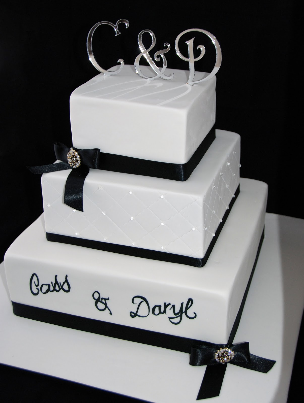 Little Robin Black and White Wedding Cake
