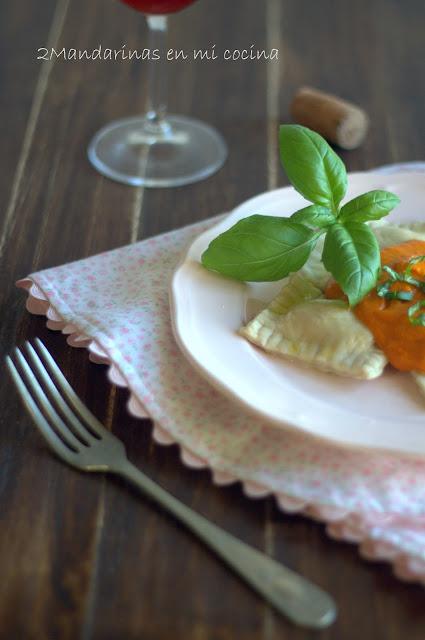 #díadelapastafrescarellena. Ravioli de carne y ricotta con tomate a la albahaca y  toque de aceite de trufa
