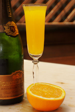 Family plus food equals love festa della donna for How many mimosas per bottle of champagne