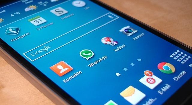 Gunakan Ponsel dengan Aplikasi Standar