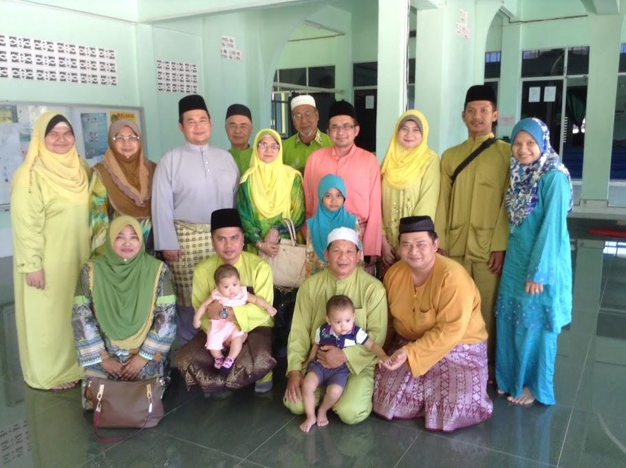 Keluarga saya (^_^)