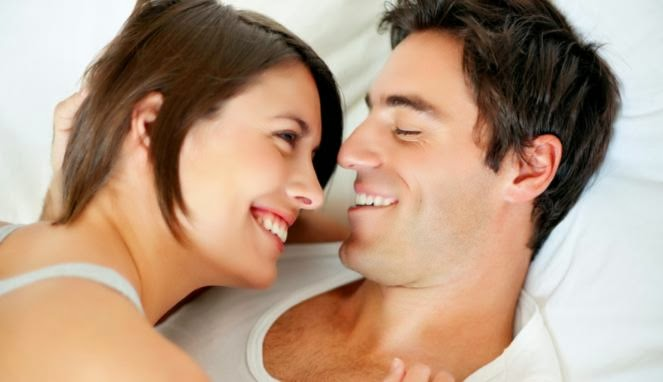 Posisi Tidur yang Bikin Pasangan Bergairah