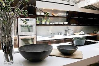 cucina con ripiani in quarzo immagine