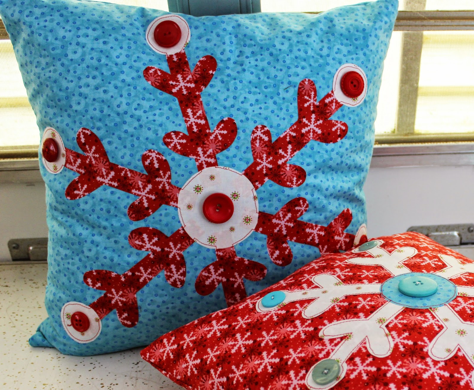 Jennifer jangles blog: snowflake applique pillows holiday project #2