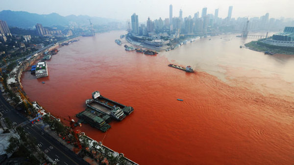 Chinese river turns red