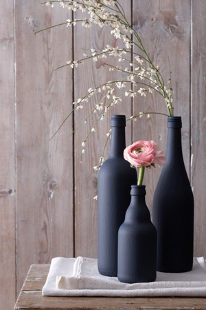 botellas pintadas negro