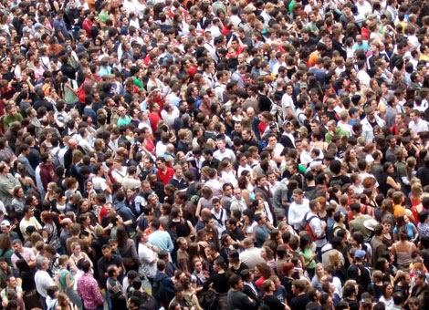 """"""" Super forte a fraqueza / multidão mundial / sede e fome coletiva / racionamento a vista..."""""""