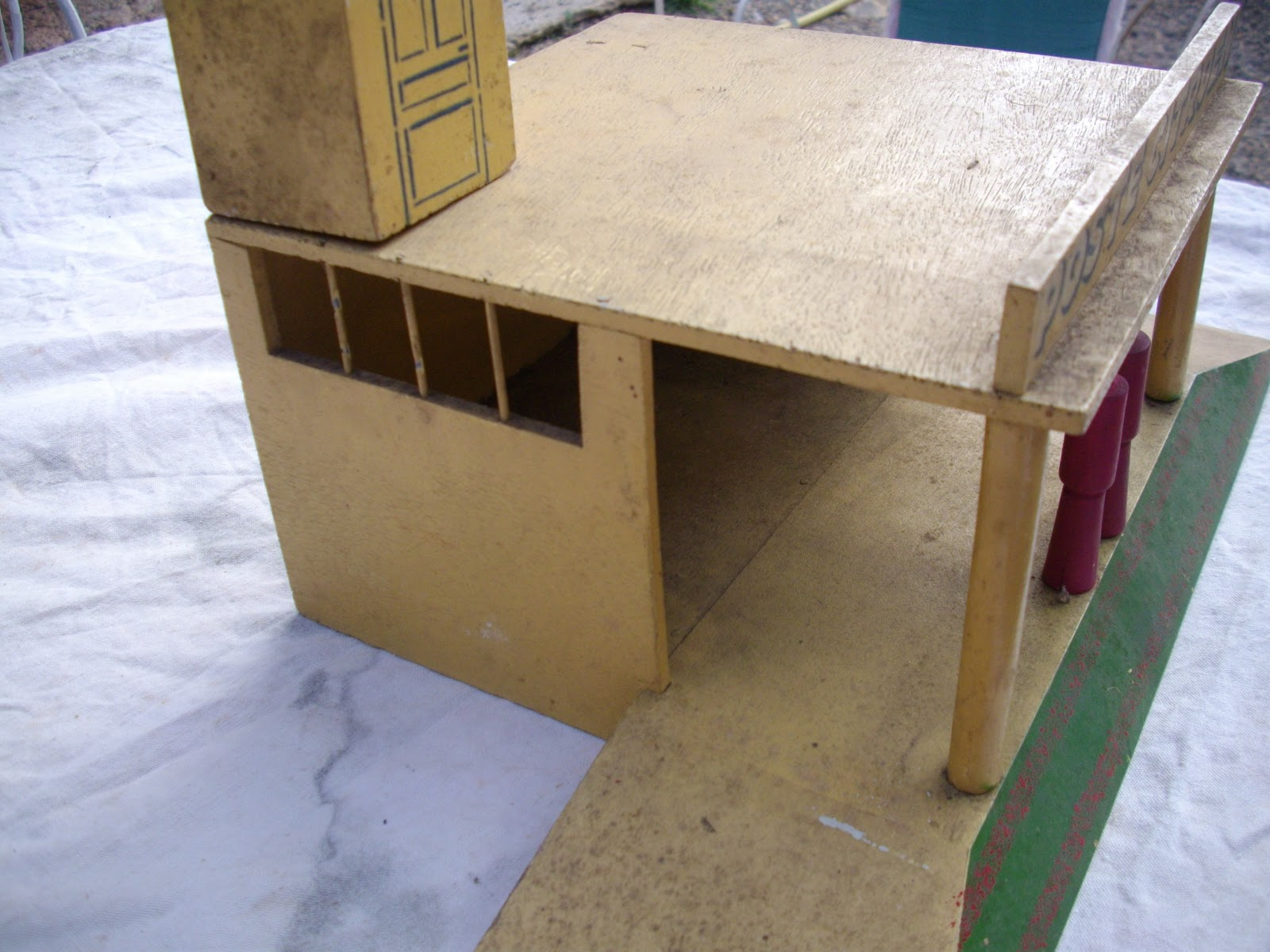 garage jouet bois. Black Bedroom Furniture Sets. Home Design Ideas