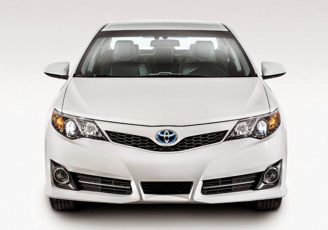 Harga dan Spesifikasi Toyota Camry Facelift Terbaru 2015