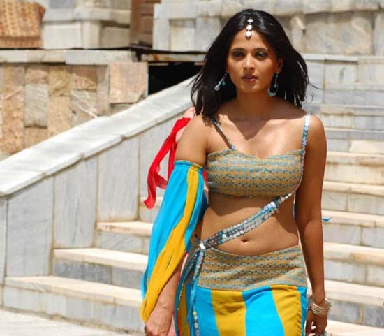 Anushka Shetty Photos and Sizzling Wallpapers